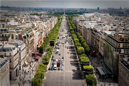 Champs Élysées Closed, Policemen Shot in Paris