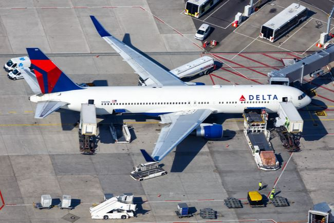 Delta Air Lines Will Stop Blocking Middle Seats in First Half of Next Year