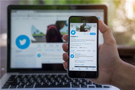 Five of the Most Useful Twitter Accounts for Travel Agents to Follow