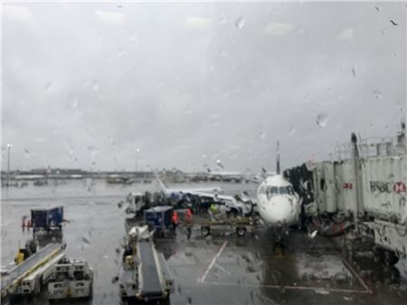 Airlines Issue Waivers as Nor'easter Expected to Cause Travel Delays Along East Coast