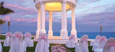 Honeymoons And Destination Weddings Specialist