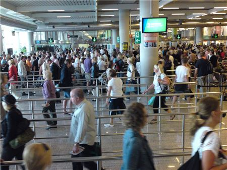 Chicago Airport Security Delays Cause Hundreds to Miss Flights