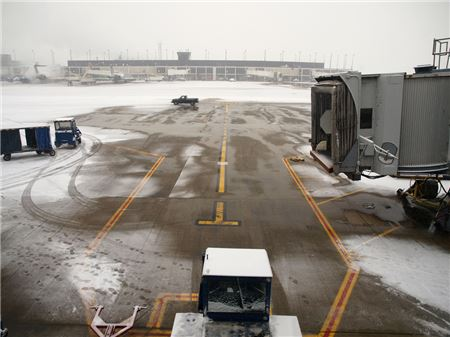 Airlines Issue Waivers as Winter Storm Maya Impacts Midwest and Northeast U.S.