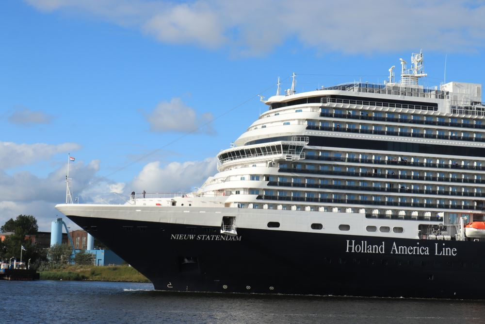 Holland America Upgrades Youth Program, Expands Culinary Council
