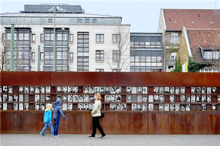 Berlin's Big Plans for 30th Anniversary of Fall of the Wall in 2019