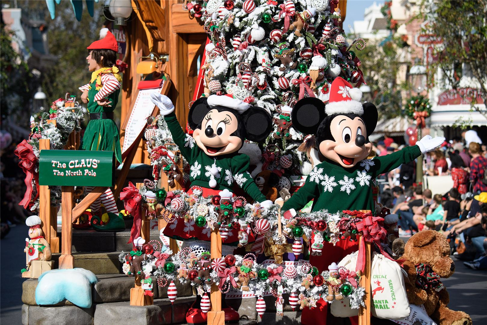 Disneyland Readies for the Holiday Season