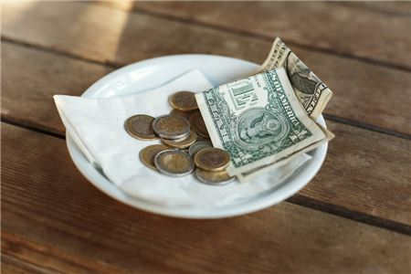 The Ultimate Guide to Tipping While Traveling