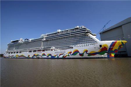 Norwegian Cruise Line Officially Eliminates Single-Use Plastic Bottles Onboard