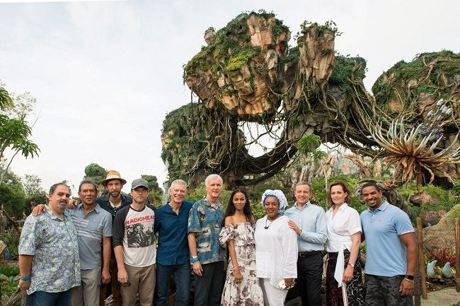 (L-R) Jon Landau, Wes Studi, Joel David Moore, Sam Worthington, Stephen Lang, James Cameron, Zoe Saldana, CCH Pounder, Bob Iger, Sigourney Weaver and Laz Alonso pose during the dedication of the new land, Pandora – The World of Avatar, at Disney's Animal Kingdom on Wednesday