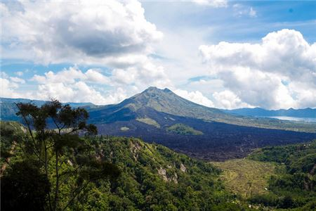 Volcano Threatens Tourism to Bali