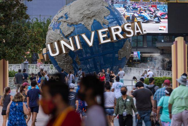 Disney World Universal Orlando COVID-19