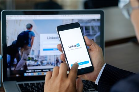 Five Useful LinkedIn Accounts for Travel Advisors to Follow