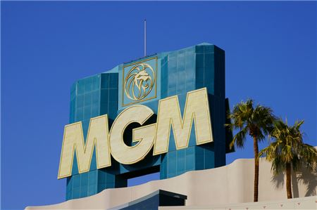 experts say mgms new resort fee might be good for travel agents