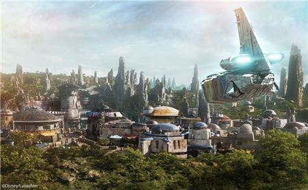 Reservations for Star Wars: Galaxy's Edge at Disneyland Open May 2