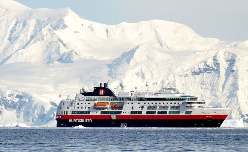 Hurtigruten Suspends Sailings until May