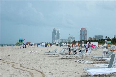 Florida Hotels, Theme Parks Brace for Hurricane Dorian