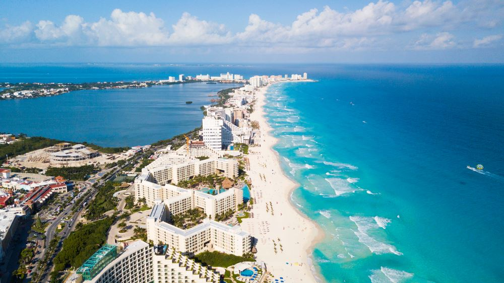 American Travel Agent Living In Cancun Says City Is Safe