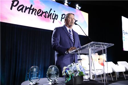 ASTA Honors Advisors and Suppliers of the Year at Global Convention